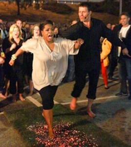 UPW - Oprah Winfrey marche sur le feu